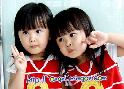 台湾双胞胎小美女最新写真